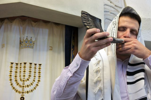Jewish call to prayer poses a dilemma for upcoming rituals during Covid