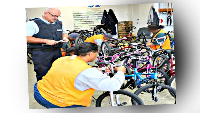 Prison re-cycles bikes for charity