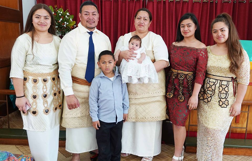 Treatment for Mum's deadly anaemia leads to birthday party for Tongan family